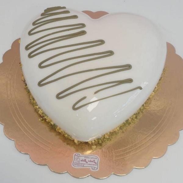 semifreddo a forma di cuore al pistacchio