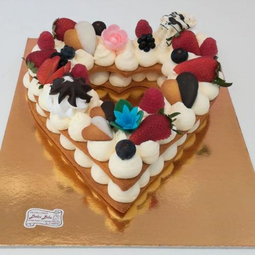 torta a forma di cuore con crem tart